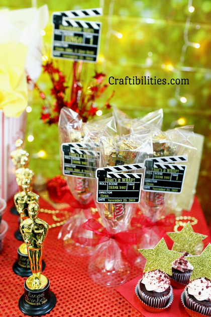 Movie Night Red Carpet Event Party Favor Idea Champagne Gles Filled With Gold Candy Hollywood Themed Table Decor Oscars 16th Birthday