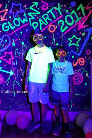 Diy black light glow party idea neon paint backdrop for Glow in the dark diy ideas