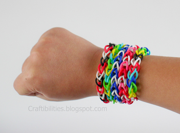 Crafts Using Rubber Bands http://craftibilities.blogspot.com/2013/01/rubber-band-bracelets-make-without-loom.html